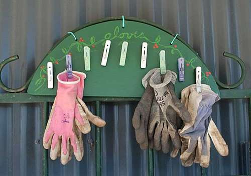 Garden Glove rack from 'Instructables'