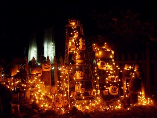 Di-Ellen's pumpkins, lit for a party