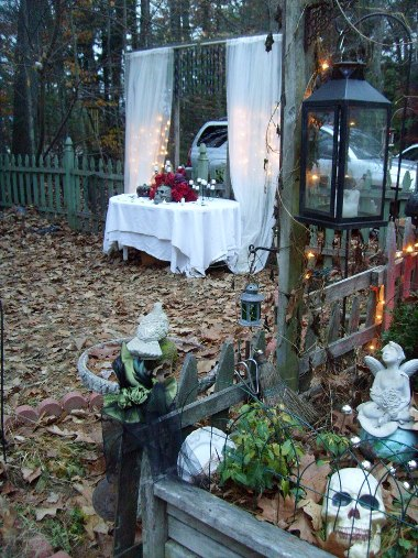 Di-Ellen's excellent Party Garden in all its glory,...loads of atmosphere!