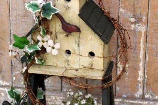 Annie Steen's birdhouse ladder - featured