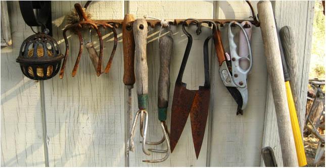 Antique rake tool holder