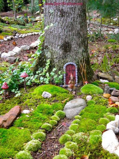 Fairy gardens your diy tips flea market gardening for Outdoor fairy door