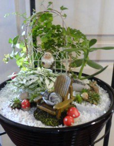 Linda Arbour's mini garden with Sculpey mushrooms