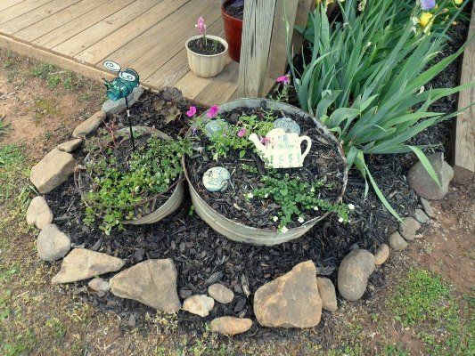 Jeannie's 'inspired' little flowerbeds.
