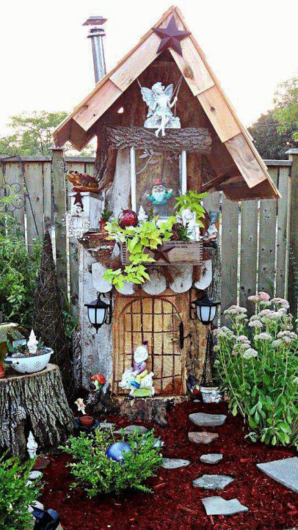 Linda Gladman's treehouse fairy garden