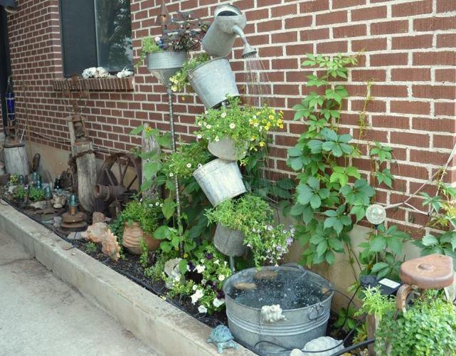 Marie's narrow garden space gone VERTICAL!