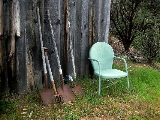 Admirable Vintage Metal And Bouncy Motel Chairs In The Garden Download Free Architecture Designs Intelgarnamadebymaigaardcom