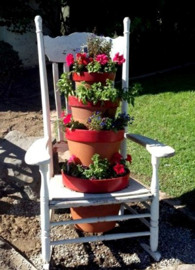 Rosalind Hinton stacked her pots and secured them all the way down to the ground with a metal stake
