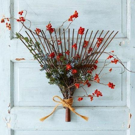 Lesilee Worthing-Tellez's rakish 'wreath'