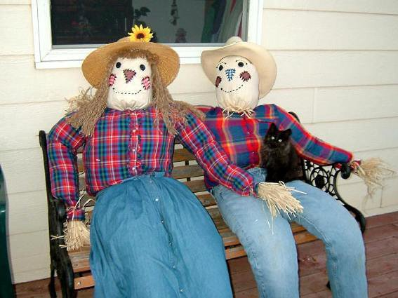 "Cathy Bloomgren says ""My Scarecouple...complete with black cat."""