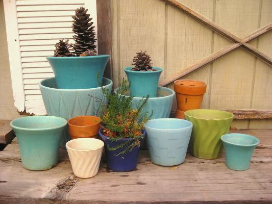 Stick to a color theme like with my vintage Bauer pots, turquoise, blue and chartreuse mixed with terracotta
