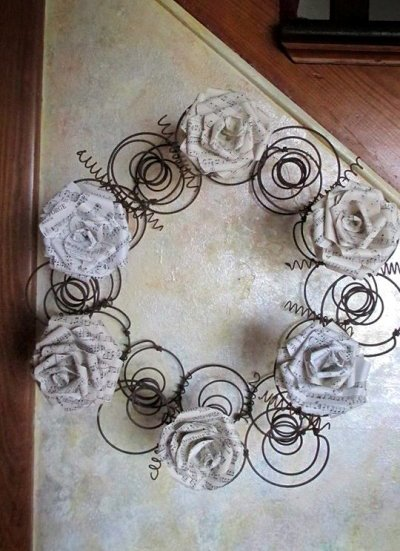 Sue G's paper rose wreath,...ingenious
