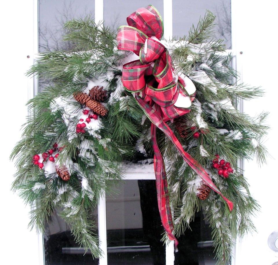 Welcoming Flea Market holiday wreaths | Flea Market Gardening