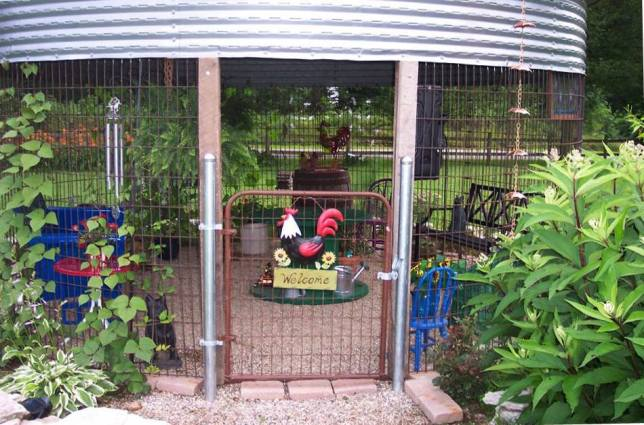 You can see the gravel floor here and the rooster gate!