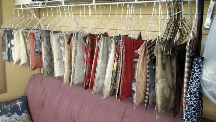 Sue Gerdes' little hangies, fabic pouches filled with supplies