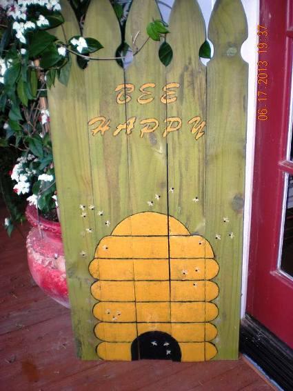 Billie Hayman painted fence boards....'Bee Happy'