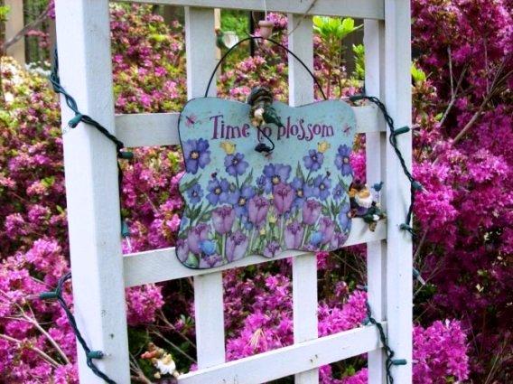 Judy Enzmann's 'Pretty in Pink' garden sign