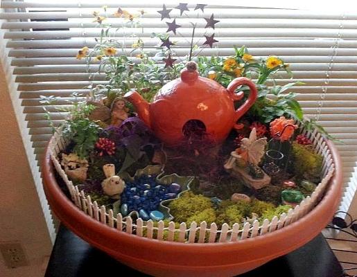 Linda Roberts's teapot garden