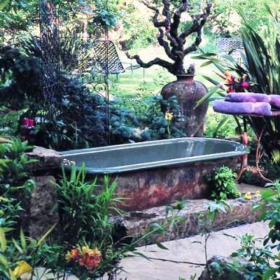 Dreamy bathtub in Anne-Marie and Jeff Allen's garden-From Sunset Magazine