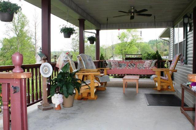Lisa Collier's perfect porch