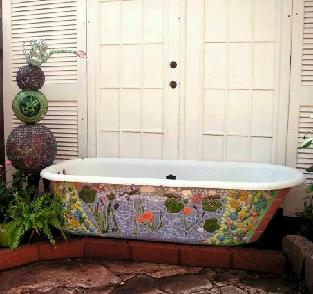 Becky's completed mosaiced tub fountain