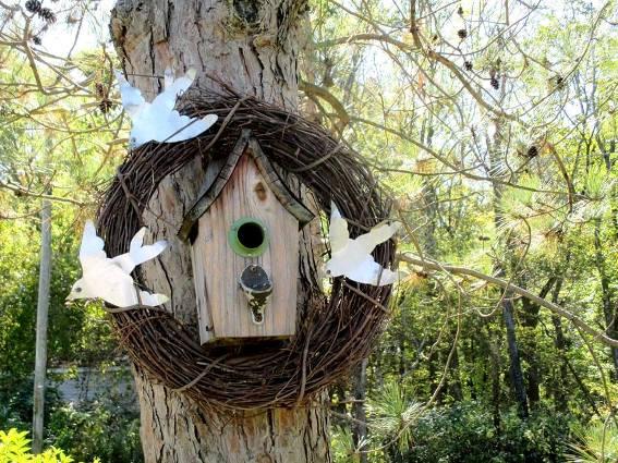 Jeannie Rhodes's birdhouse wreath