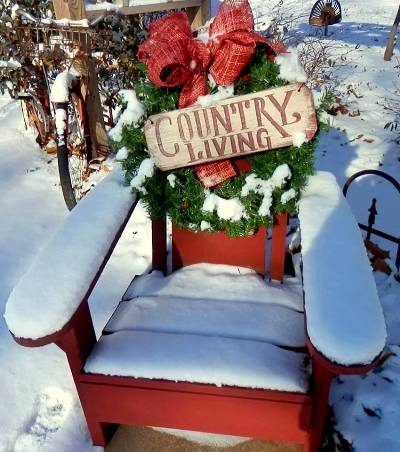 Debbie McMurry's red chair, wreath and sign,...that's all!