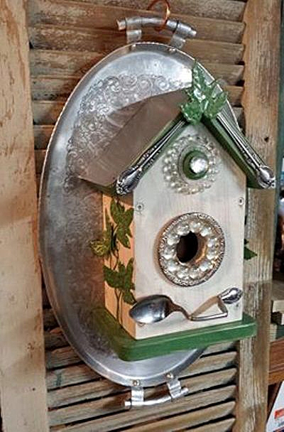 Sandra's Blingin' birdhouse