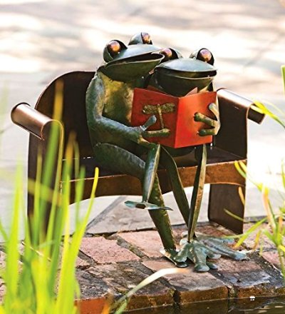 Recycled Metal Frog Couple
