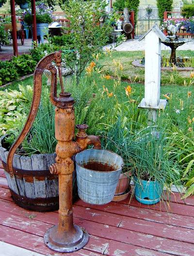 Betty Hefner tall vintage pump