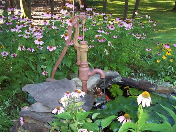 Wanda Bailey's flowery pump setting