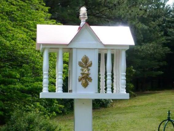 Marlene Kindred's elegant bird 'house' feeder
