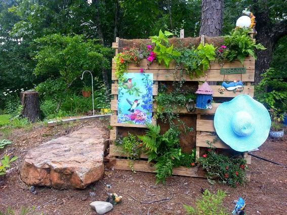 TammyJo Dallas's vertical pallet garden