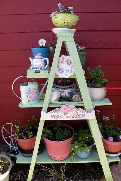 Make Debbi Oeltjenu0027s Ladder Plant Stand