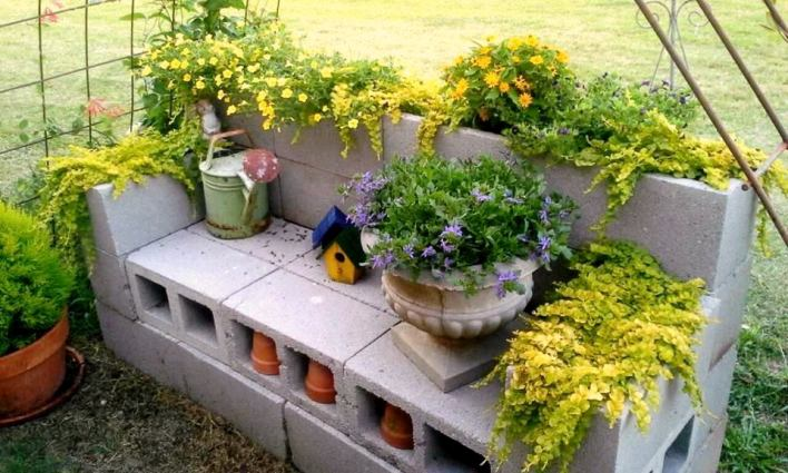 billie 39 s diy cinder block planter flea market gardening. Black Bedroom Furniture Sets. Home Design Ideas