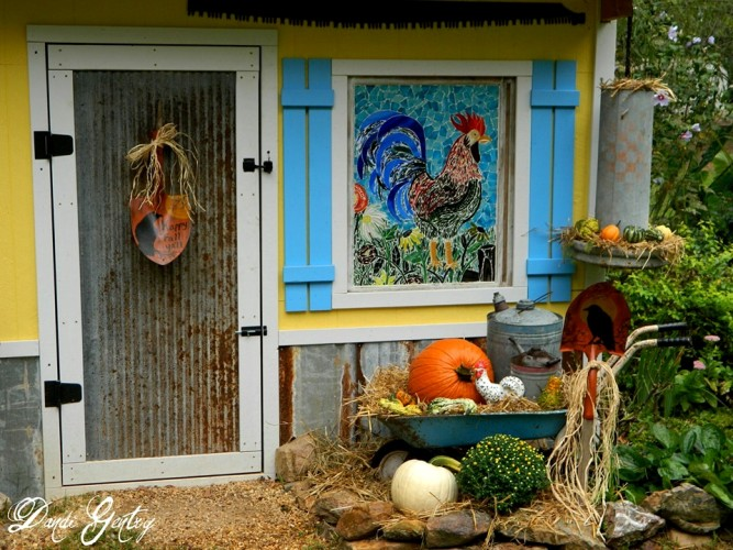 Dandi's chicken coop decorated for Fall!