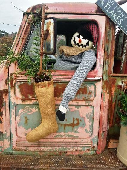 Ammie Peters decorated he vintage garden truck