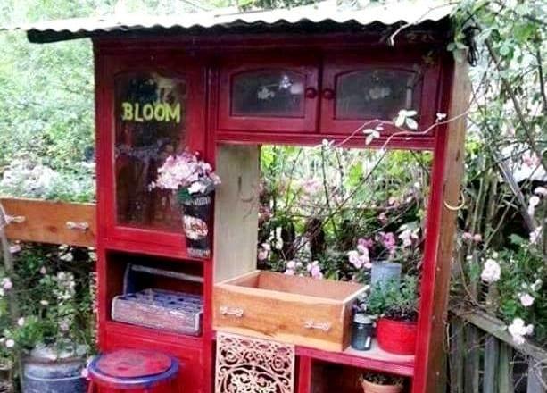 Kelly Dickinson's potting bench