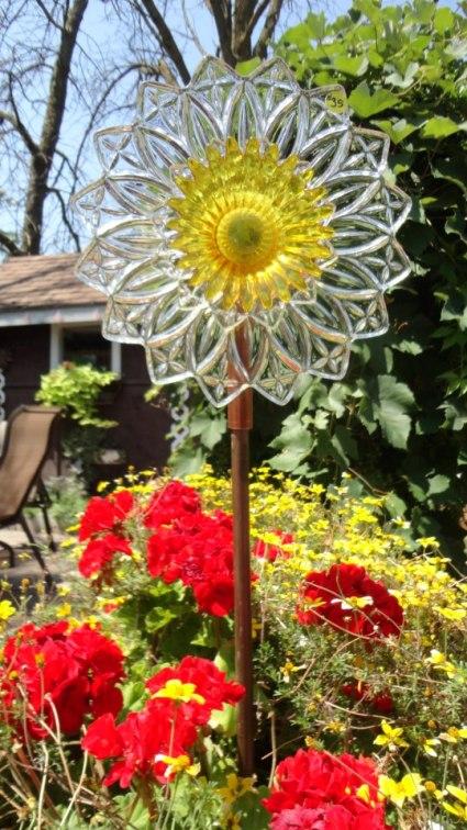 Linda Gladman's sunny glass sunflower