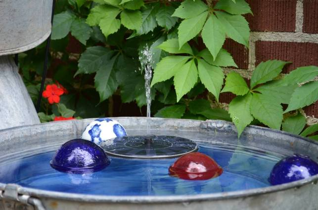 Marie Niemann's bubbly blue tub fountain